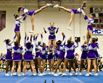 cheerleading team won top Pretty Girl Cheer Stunt